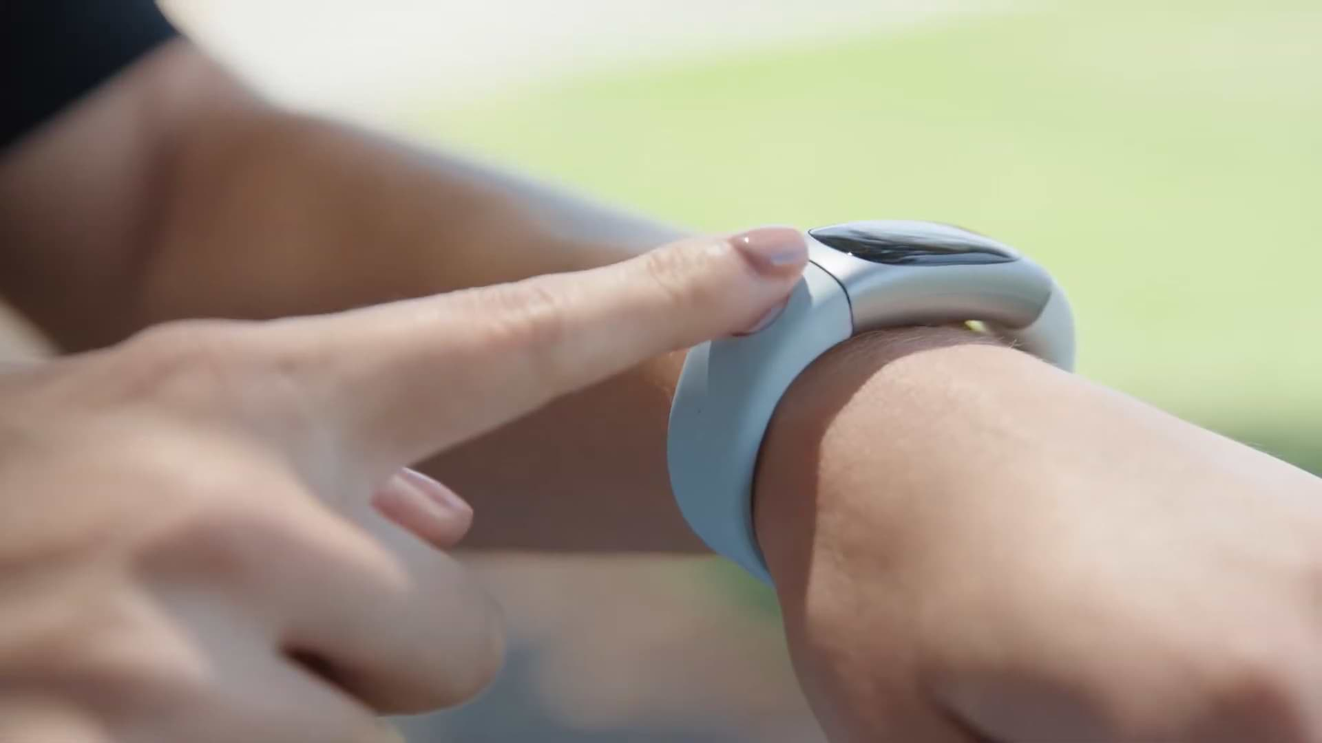 This Activity Bracelet Is Also Capable Of Measuring Your Blood Sugar Levels