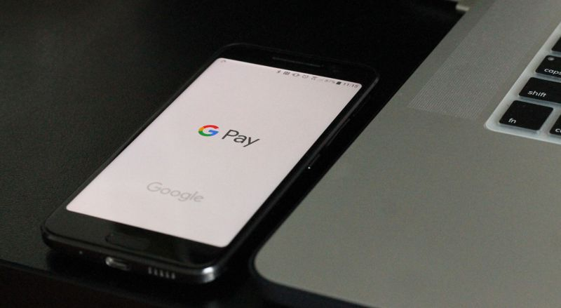 How to use mobile payment services on your smartphone or smartwatch