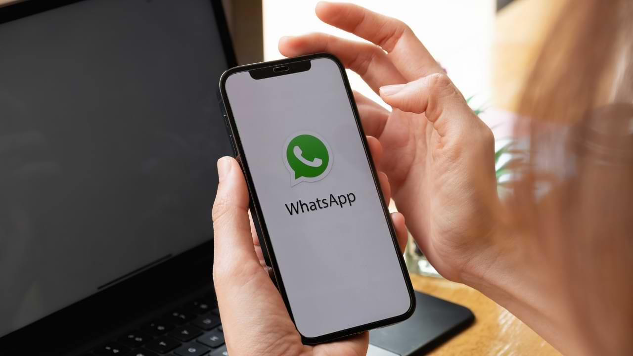 How to not appear online on WhatsApp